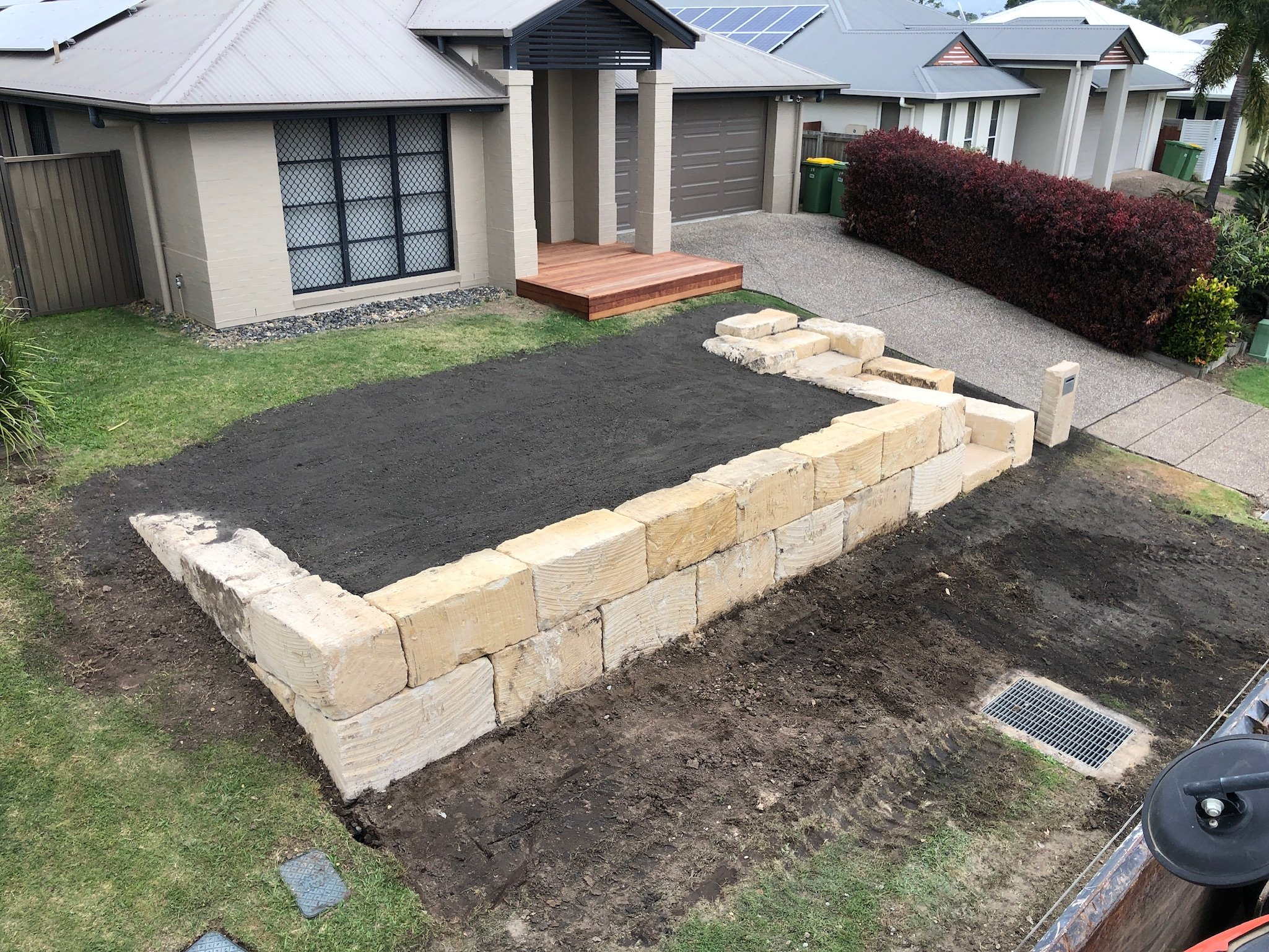 An example of an A grade sandstone rock retaining wall located on the Gold Coast