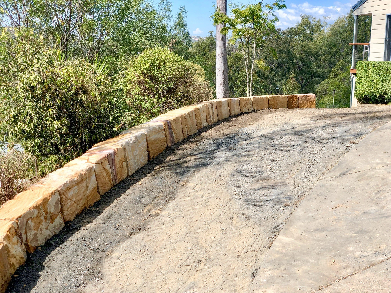 Free standing Sandstone Edge Gold Coast, Sandstone boulder wall