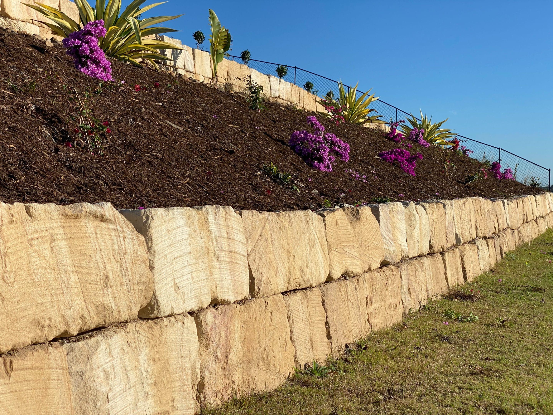 B grade sandstone retaining wall Gold Coast, sandstone rock wall