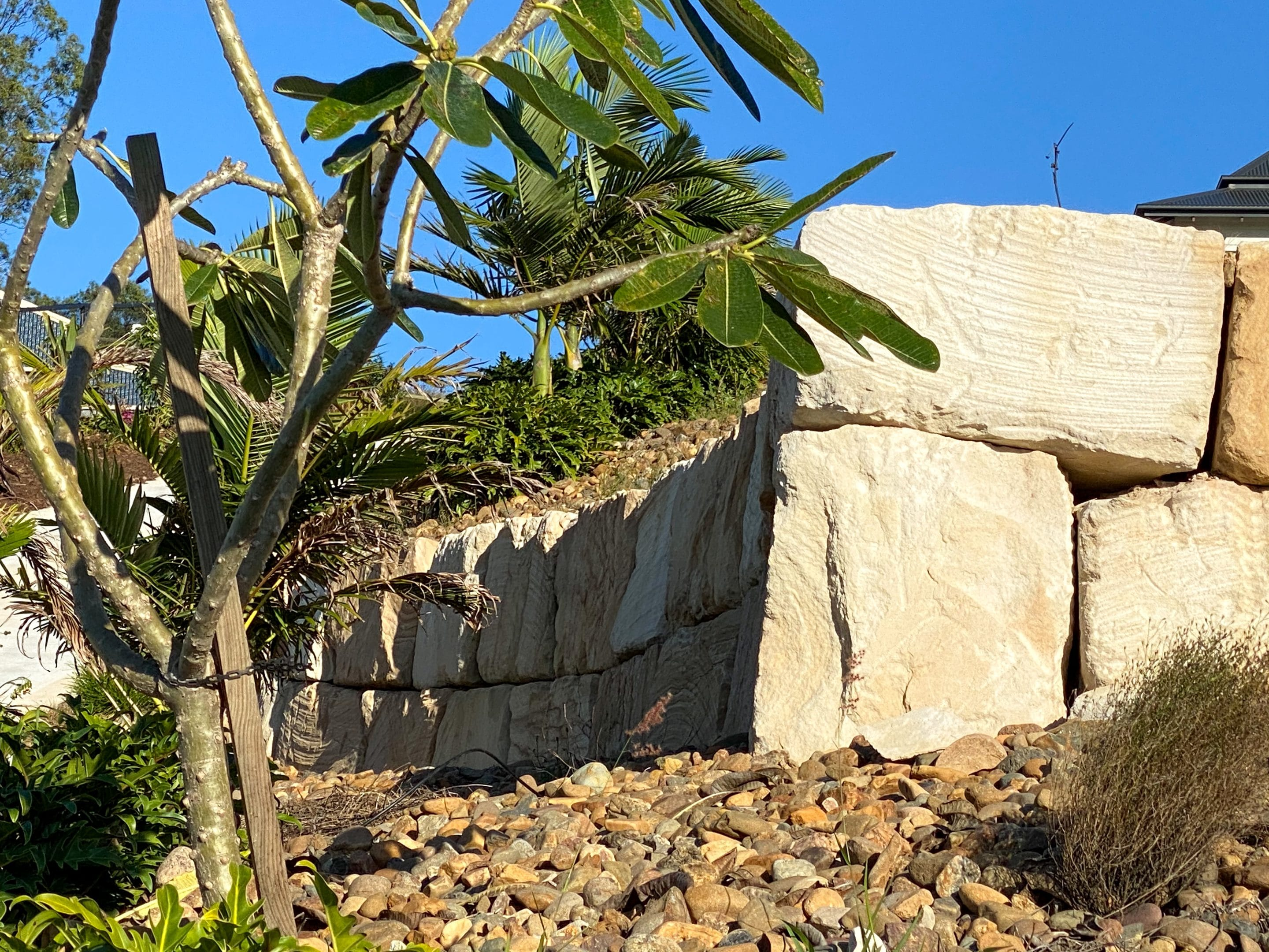 curved b grade sandstone wall Gold Coast, rock wall